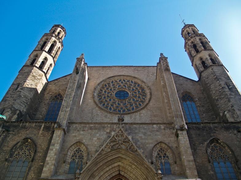 catedral-del-mar-por-afuera-barcelona-espana[1]